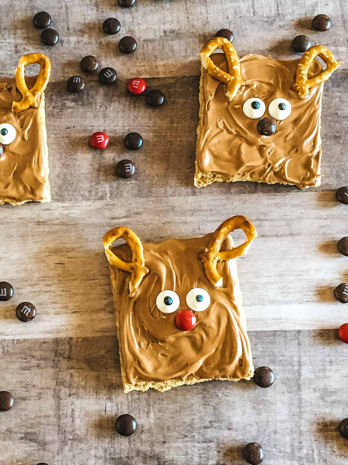 Reindeer Graham Crackers on background with M&Ms