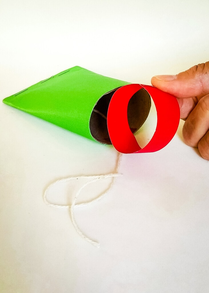 Red piece of paper for frog mouth