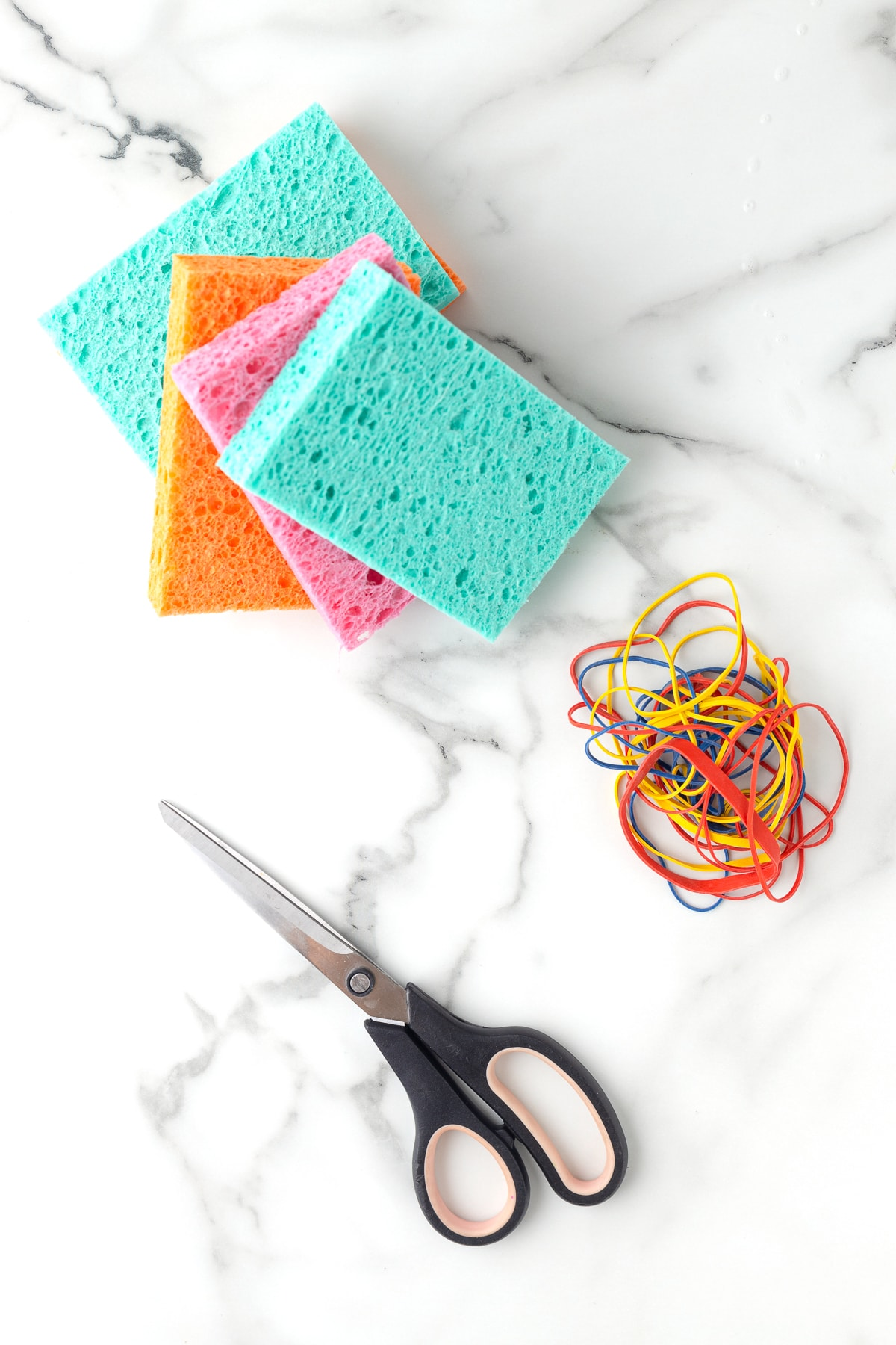 Supplies to make a sponge water bomb